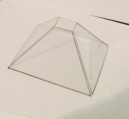 Pirâmide de plástico